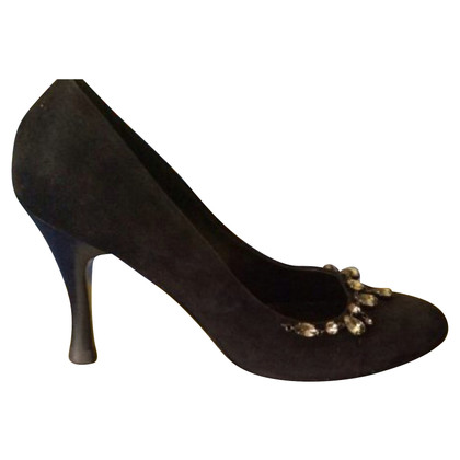 Hugo Boss Wild leather pumps with jewelry