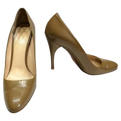 Prada Patent leather pumps in Nude