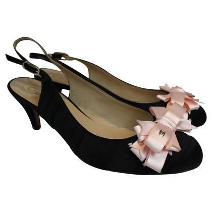 Chanel Black pump with pink bow