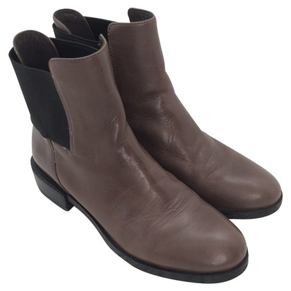 Clarks Chelsea Boots in Taupe