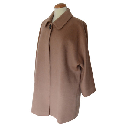 Chloé Coat in the oversize style
