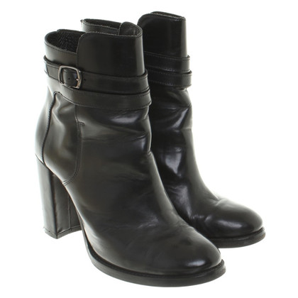 Closed Ankle Boots in Black
