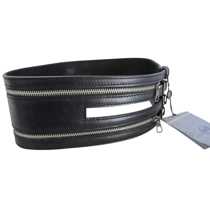 Alexander McQueen Black leather zipper belt.