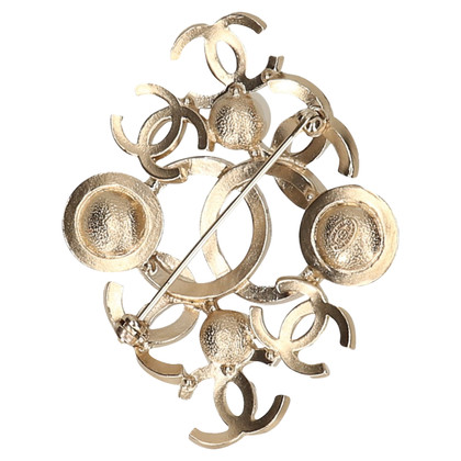 Chanel Gold colored brooch with pearls
