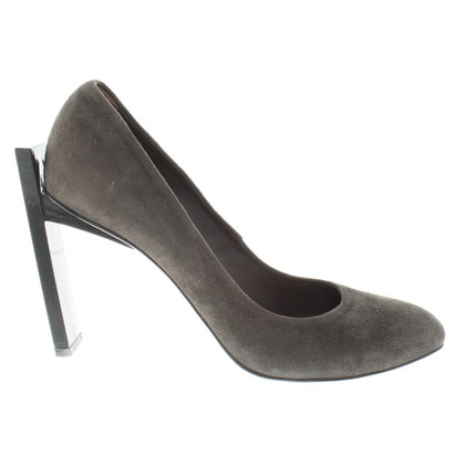 Hugo Boss pumps in gray