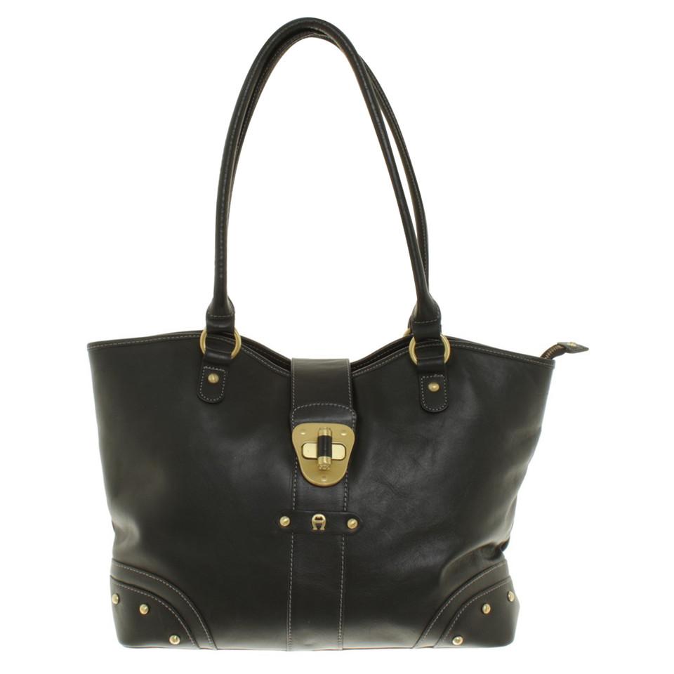 aigner handtasche in schwarz second hand aigner handtasche in schwarz gebraucht kaufen f r 200. Black Bedroom Furniture Sets. Home Design Ideas