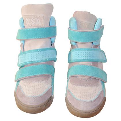 Ash cunei della scarpa da tennis