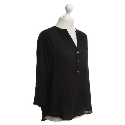 Closed Blouse in black