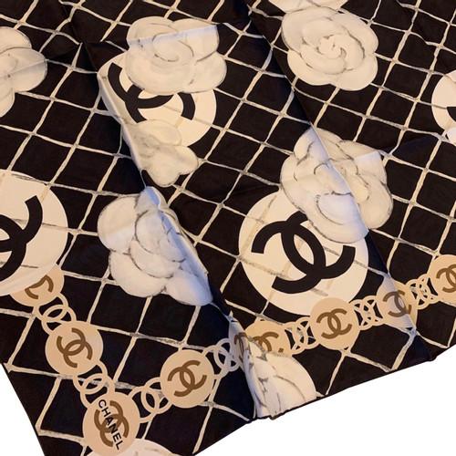 Chanel Echarpe Foulard en Soie en Noir - Acheter Chanel Echarpe ... 9df4408182c