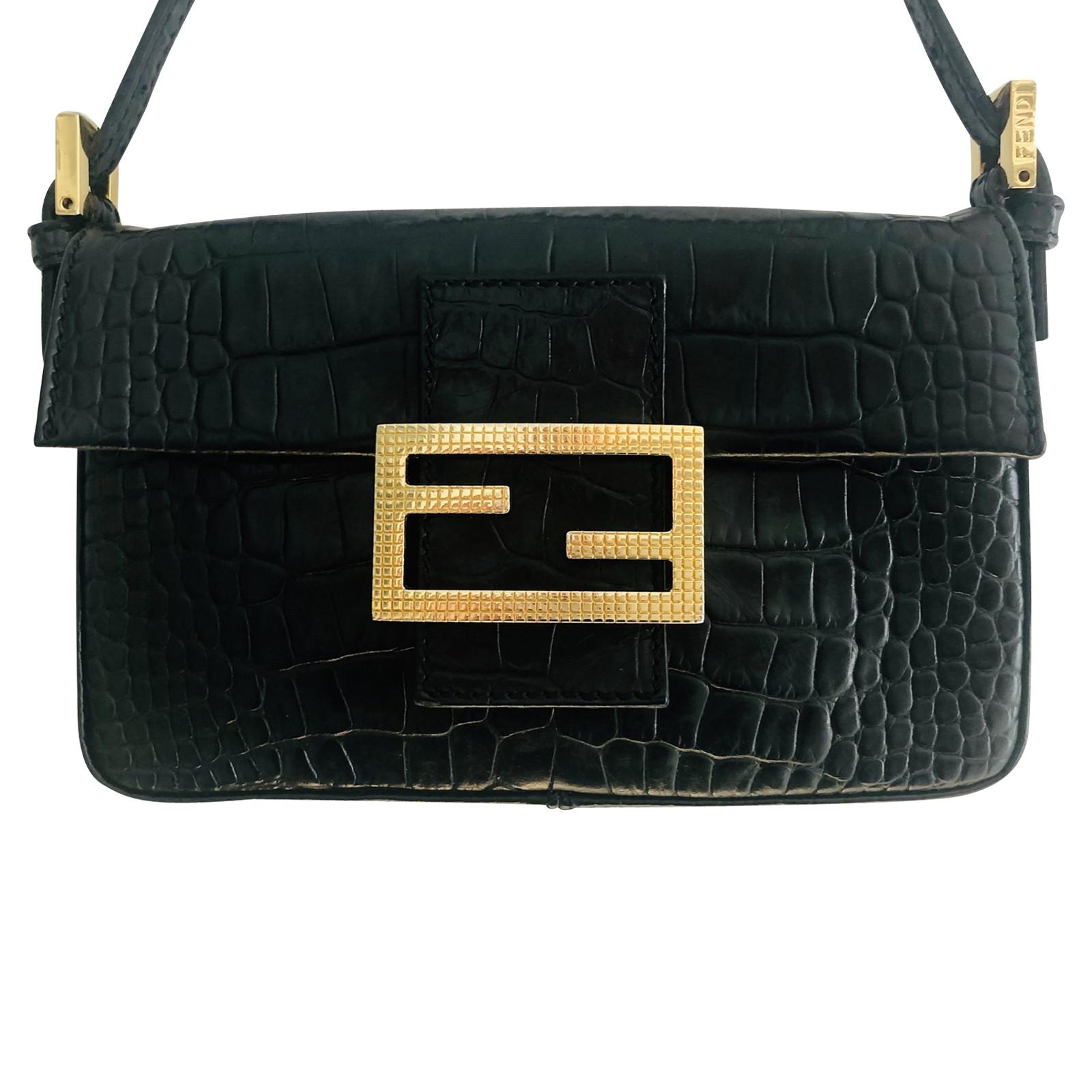 Fendi Baguette Bag Leather in Black Second Hand Fendi