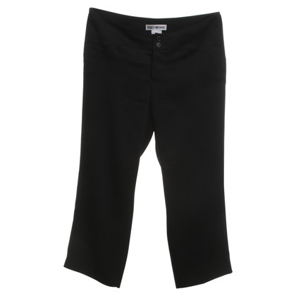 Issey Miyake 3 / 4-trousers in black