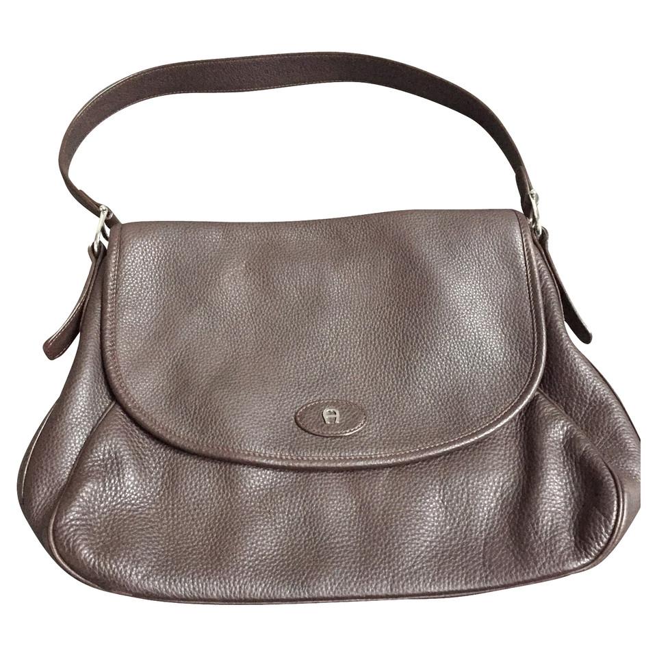 aigner handtasche second hand aigner handtasche gebraucht kaufen f r 270 00 2108077. Black Bedroom Furniture Sets. Home Design Ideas