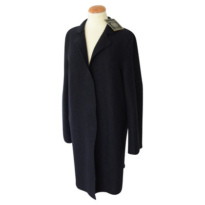 Blonde No8 dark blue coat