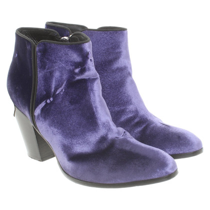 Giuseppe Zanotti Ankle boots in purple