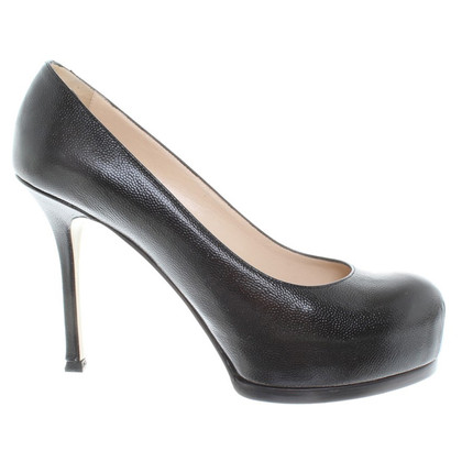 Yves Saint Laurent pumps in black