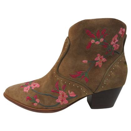 Ash Geborduurde Heidi Boots