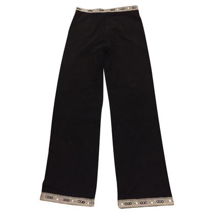 Mabrun Mabrun ha abbellito i pantaloni neri della pelle scamosciata