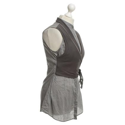 Brunello Cucinelli blouse sans manches en gris