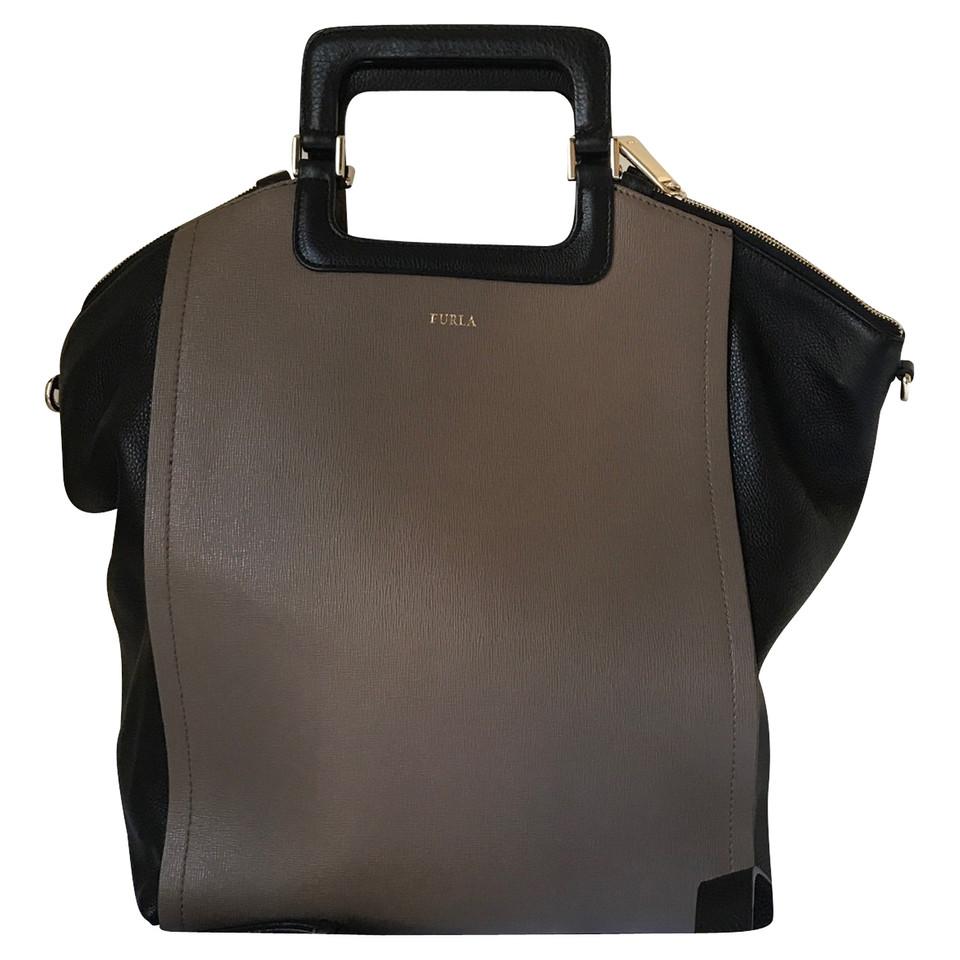 furla handtasche odette second hand furla handtasche odette gebraucht kaufen f r 218 00. Black Bedroom Furniture Sets. Home Design Ideas