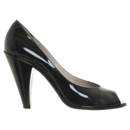 Marc Jacobs Lackleder Peeptoes in Schwarz