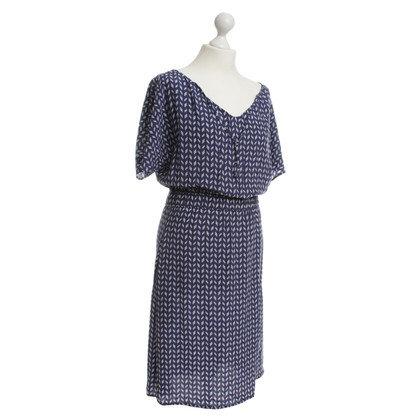 Kilian Kerner Blauwe jurk met een wit patroon