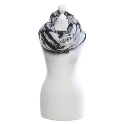 Friendly Hunting Cashmere scarf with pattern print