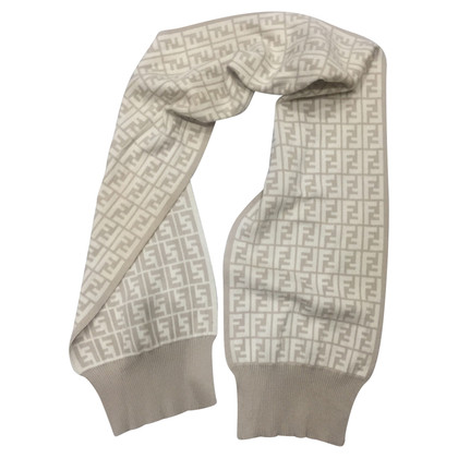 Fendi sjaal