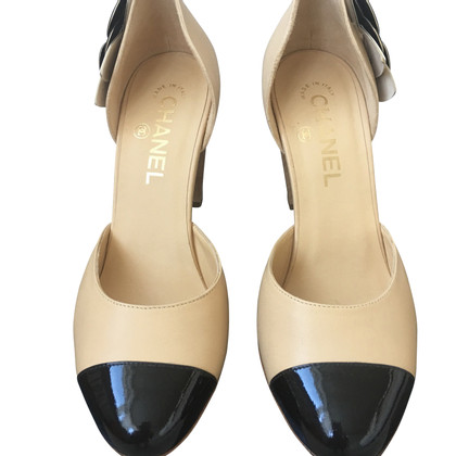 Chanel pumps with logo application