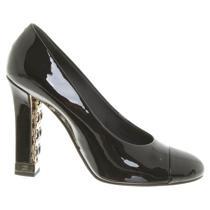 Chanel Leather pumps in black