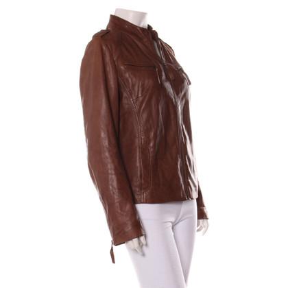 Oakwood veste