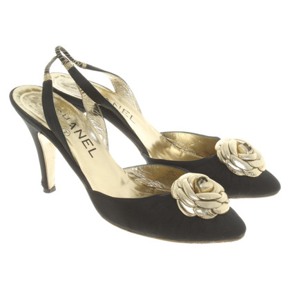 Chanel Slingbacks mit floraler Applikation