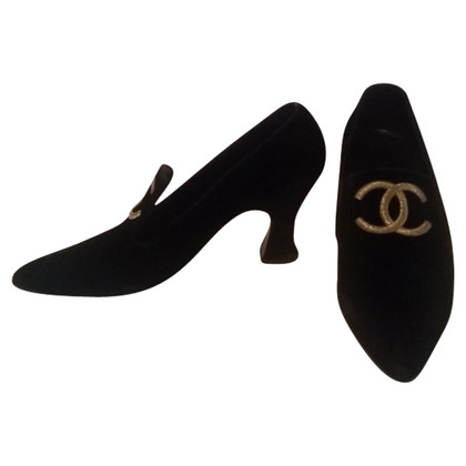 Chanel Pumps mit Goldstickerei