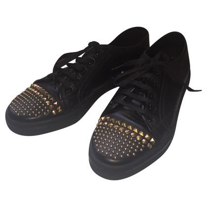 Gucci sneakers in pelle con borchie di metallo