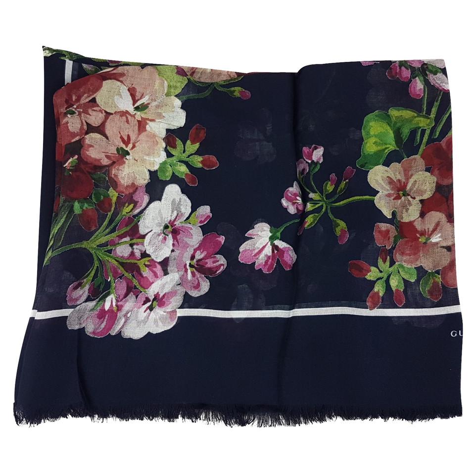 gucci blooms schal second hand gucci blooms schal gebraucht kaufen f r 280 00 1953182. Black Bedroom Furniture Sets. Home Design Ideas