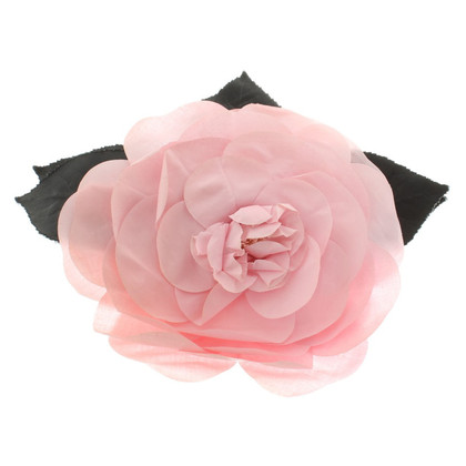 Chanel Broche rose en forme
