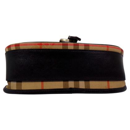 Burberry messenger strap