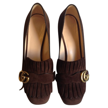 Gucci Wildlederpumps in Braun