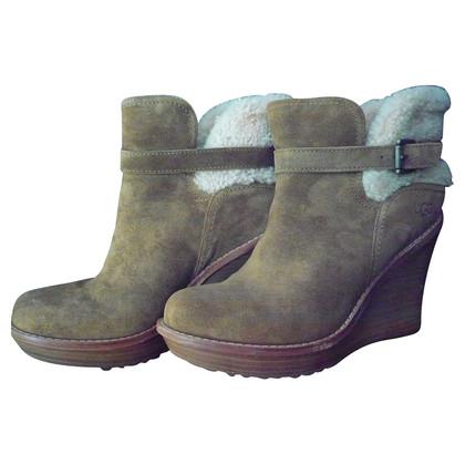 Ugg Stiefel mit Keilabsatz
