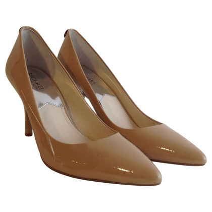 Michael Kors pumps made of lacquered leather