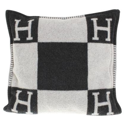 herm s kussens in zwart grijs koop tweedehands herm s kussens in zwart grijs voor 560 00. Black Bedroom Furniture Sets. Home Design Ideas