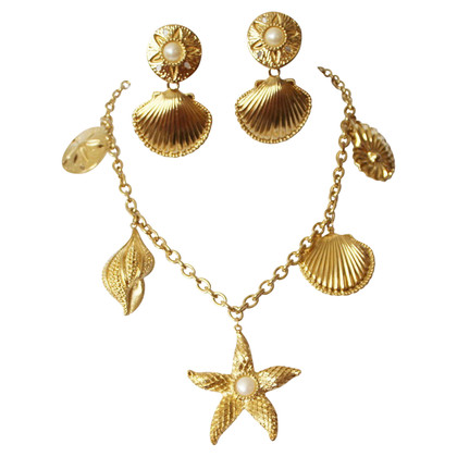 Kenneth Jay Lane Jewelery set in gold