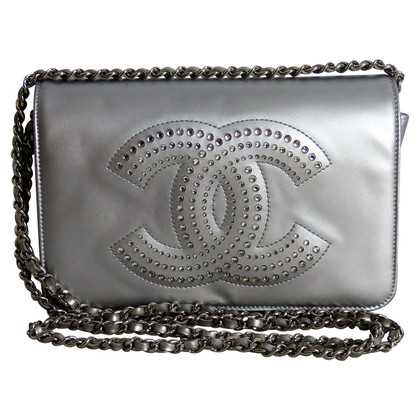 """Chanel """"Wallet on a Chain"""""""