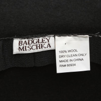 Badgley Mischka Hut mit Federn