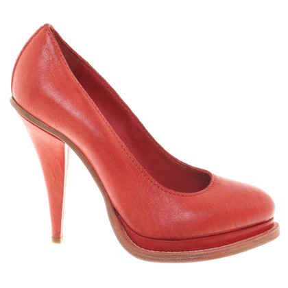 Acne pumps in red