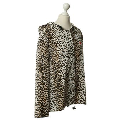 Rika Regenjas met luipaard print