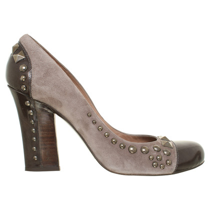 Pura Lopez pumps met klinknagels
