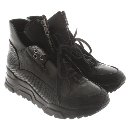 Ash Boots in black