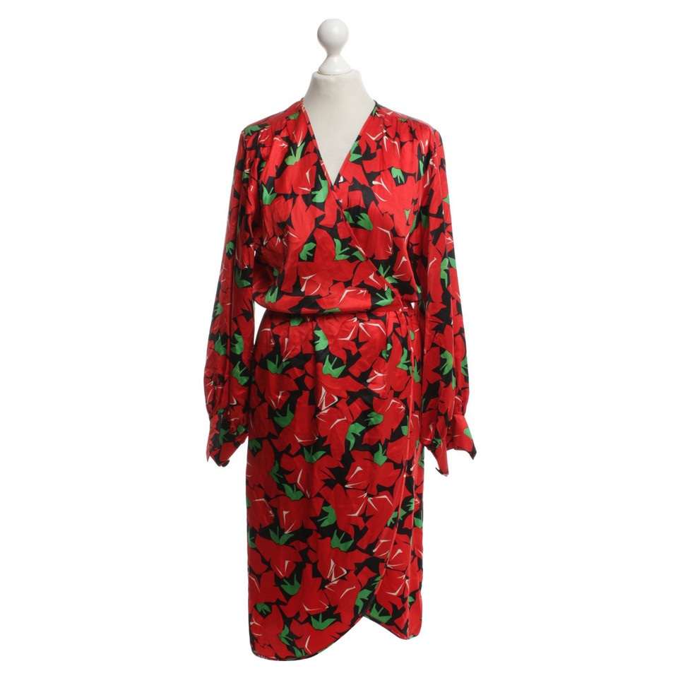 yves saint laurent robe avec motif floral acheter yves saint laurent robe avec motif floral. Black Bedroom Furniture Sets. Home Design Ideas
