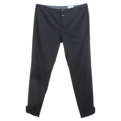 Closed trousers with pinstripe
