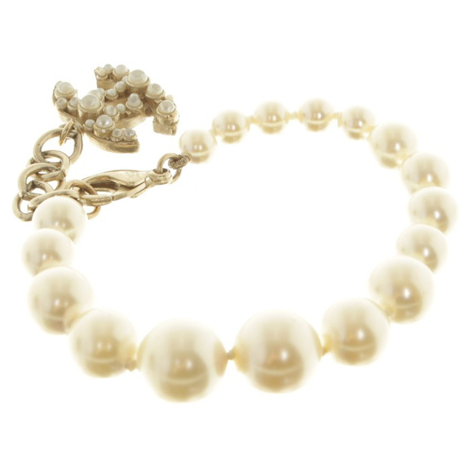 Chanel Beaded bracelet in white